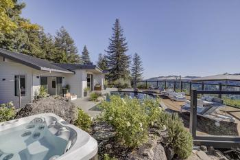 Mt. Tamalpais executive residence hottub and pool